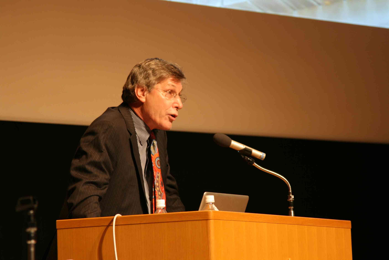 【文学部】講演会「東日本大震災とトラウマ〜ヴァン・デア・コーク先生を迎えて〜」報告書及び資料の公開について