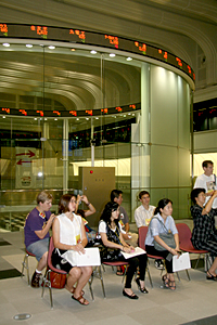 USC students visiting the Tokyo Stock Exchange