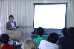 A joint workshop held at the Yamanaka Seminar House. A lecture given by USC Associate Professor Saori Katada