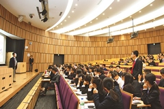The Chinese high-school students were also eager to ask questions.
