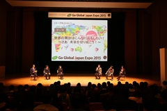 Talk sessions featuring Meiji University graduates active in various fields