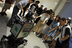 Showing keen interest in the robots at the Kuroda Laboratory on the Ikuta Campus