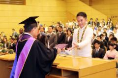 Many international students also said their farewells to Meiji University