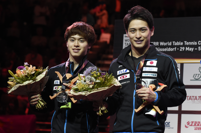 Silver medal winners Morizono (left) and Oshima (Photo by Itaru Chiba/AFLO)