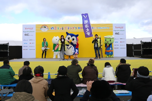 [10:00 a.m., Nov. 19] PR appearance on the stage. Meijiro only had 2 minutes to do as much promoting as possible.